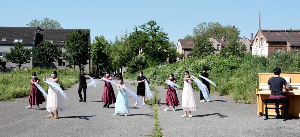 Kinder aus Duisburg-Marxloh tanzen zu Bach, Beethoven, Bartók und Ligeti